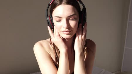 latino americana : Portrait of a girl listens to music in large headphones