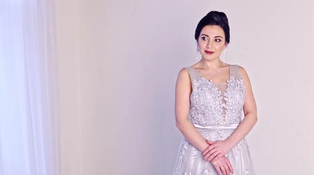 Fashion portrait of beautiful woman in elegant white dress. Stok Video