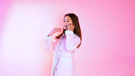 yelek : Beautiful fashionable girl poses on a pink background
