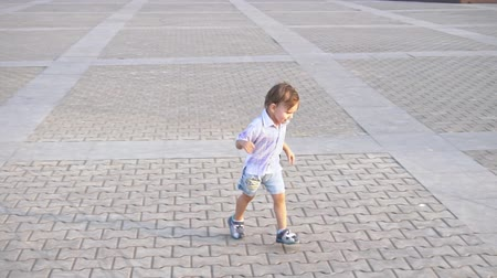 emmek : Little boy with nipple running Stok Video