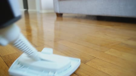ionizing : Cleaning the floor with a dry steam cleaner.