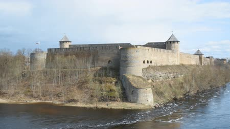 estonya : Ivangorod Fortress. View from Estonian side.