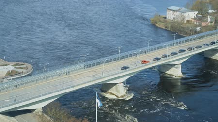 estonya : The bridge between Ivangorod and Narva. Border of Estonia and Russia. Stok Video