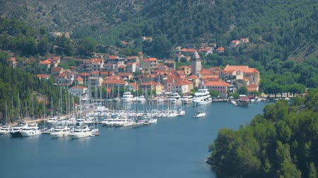 chorvatský : Skradin city and bay with ships and yachts in Croatia.