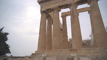 yunan : Ancient Parthenon in the Athenian Acropolis. Stok Video