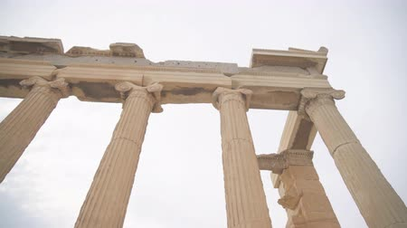акрополь : Ancient Erechtheion in the Athenian Acropolis. Стоковые видеозаписи