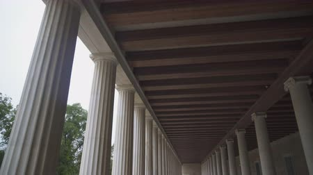 archeologie : Stoa of Attalos columns in Athens, Greece. Dostupné videozáznamy