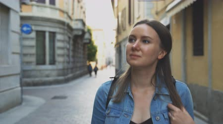wandering : Female tourist exploring the old city. Stock Footage