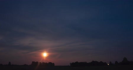 полночь : Moonrise timelapse over the field in the night sky among the clouds