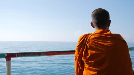 buddhista : Meditating Buddhist Monk at Ferry Ship to Koh Phangan, Thailand. HD Slowmotion.