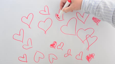 motivasyonel : We draw hearts on a board. Stok Video