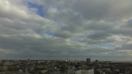 световой люк : Time lapse, movement of clouds.