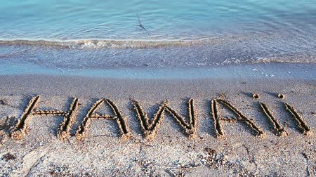 "hawai : Inscription ""Hawaii"" faite sur une belle plage"