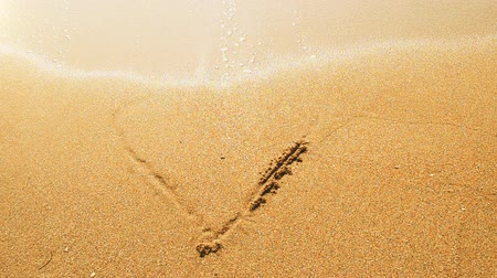 olasılık : The drawing of heart on sand.