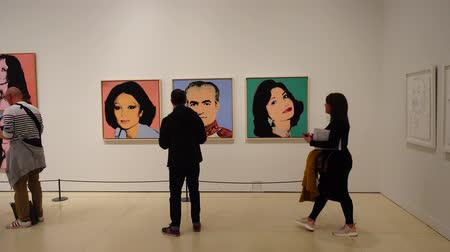 galeria : MADRID, SPAIN - APRIL 05, 2018: Visitors in the CaixaForum Madrid view pictures at the exibition Andy Warhol Warhol. Mechanical Art. Stock Footage