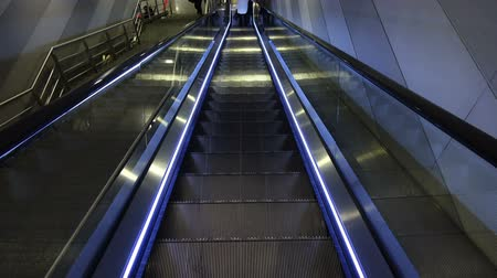 лифт : Movement of the escalator. Shooting the escalator.