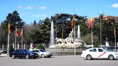 Мадрид : MADRID, SPAIN - MARCH 25, 2018: Cibeles fountain. Fountain is built in 1782.