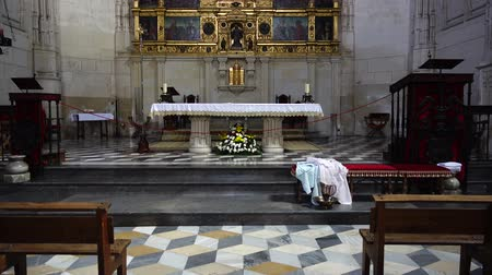 oltář : TOLEDO, SPAIN - MARCH 30, 2018: Interior of the Monastery of San Juan de los Reyes.