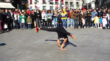 entertainers : MADRID, SPAIN - MARCH 25, 2018: Dancers at Puerta del Sol Square. Unknown dancers entertain public. Slow motion. Stock Footage