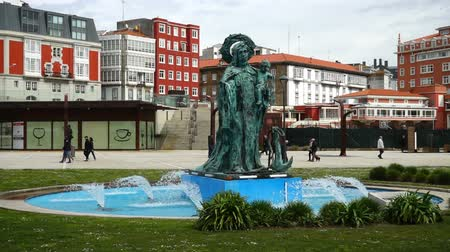 özellikleri : Fountain on Paseo Maritimo. La Coruna. Spain.