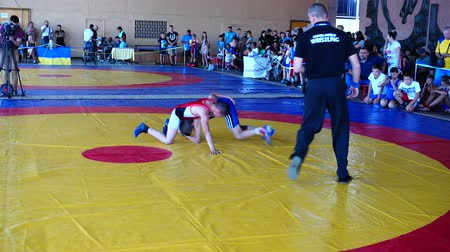 zapasy : BERDYANSK, UKRAINE - JUNE 12, 2018: First open all-Ukrainian freestyle wrestling tournament in honor of the master of sports of the international class Vladimir Fedorenko. Wideo