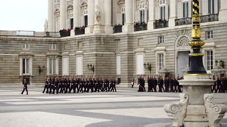 ünnepélyes : MADRID, SPAIN - APRIL 04, 2018: The ceremony of the Solemn Changing of the Guard at the Royal Palace of Madrid. That is famous event was performed on the first Wednesday of each month.