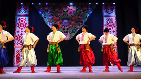 nativo : BERDYANSK, UKRAINE - APRIL 20, 2018: Ukrainian national dances.