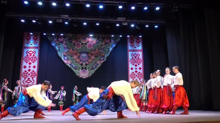 hímzés : BERDYANSK, UKRAINE - APRIL 20, 2018: Ukrainian national dances.