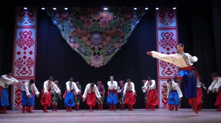 haft : BERDYANSK, UKRAINE - APRIL 20, 2018: Ukrainian national dances. Slow motion. Wideo