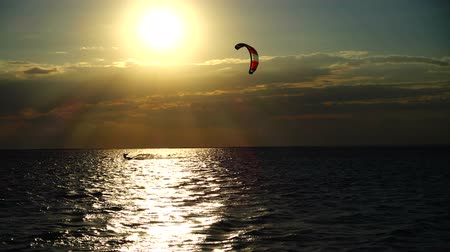 uçurtma : Kite boarding. Slow motion. Stok Video