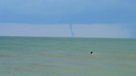 linha de costa : Tornado on the horizon in the sea.