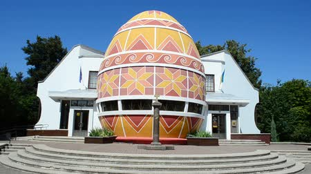 Румыния : Kolomiya, UKRAINE - JULY 16 2015: Ukrainian Easter painted egg (Pysanka) Museum. Museum have a collection of over 10,000 eggs.