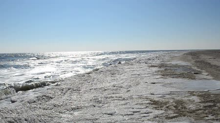 inverno : Ice on a beach