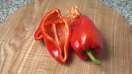 peper : Sweet red pepper.