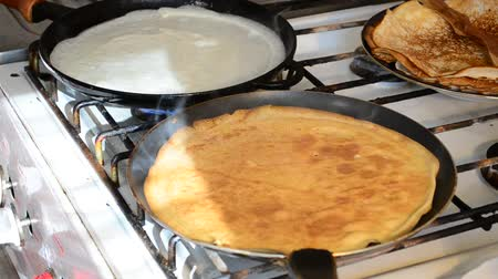 блин : Process of preparation of pancakes