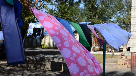 clothesline : Drying of linen.