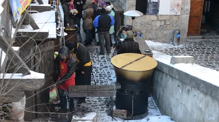 базарная площадь : LVIV, UKRAINE - DECEMBER 10, 2015: Shish kebabs on the street.