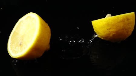 cytryna : Falling segments of a lemon. Slow motion.