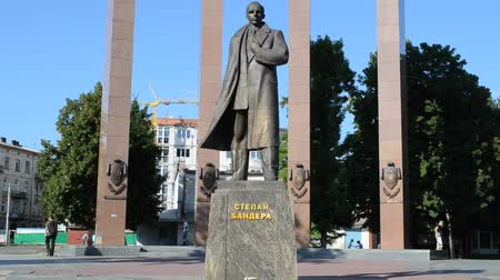 splendid : LVIV, UKRAINE - JULY 22, 2014: Stepan Bandera monument. Monument was built in 2004-2007 by Mykola Posikira and Mykhailo Fedko. Stock Footage