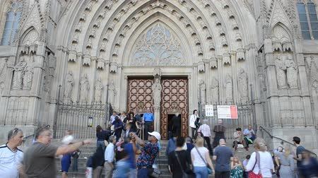 каталонский : BARCELONA, SPAIN - OCTOBER 18, 2013: Santa Maria del Pi. Temple, Barcelona. Стоковые видеозаписи