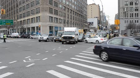 Бродвей : NY, USA - APRIL 5, 2014: The intersection in New York