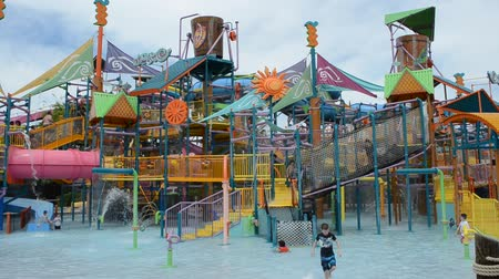 tanımlayıcı : ORLANDO, USA - MARCH 25, 2014: The childrens town, all in water. Florida, USA. Akvatic aquapark. Stok Video
