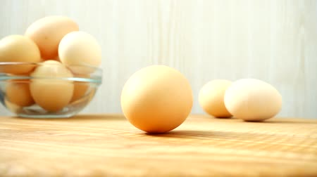 turn table : The turning egg. Shooting chicken eggs. Stock Footage