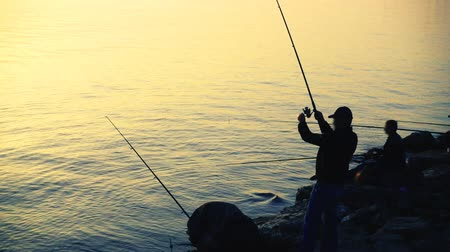 jezioro : The fisherman catches fish. Slow motion. Wideo