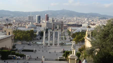 barcelone : Barcelona cityscape - aerial view seen from Montjuic hill. Vidéos Libres De Droits