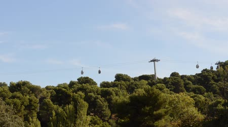 orta hava : Cable car to Montjuic in Barcelona. Stok Video