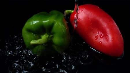 peper : The stream of water flows on pepper. Slow motion. Stock Footage