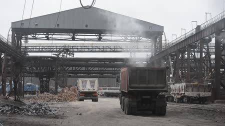 金型 : Steel works. Cast iron loading.