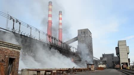 дымоход : Industrial plant with smoke