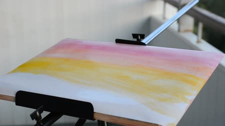 só : draw watercolor paints. Stock Footage
